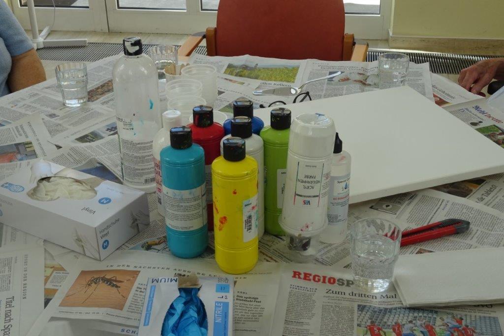 Beim Acrylic Pouring werden Acrylfarben verwendet