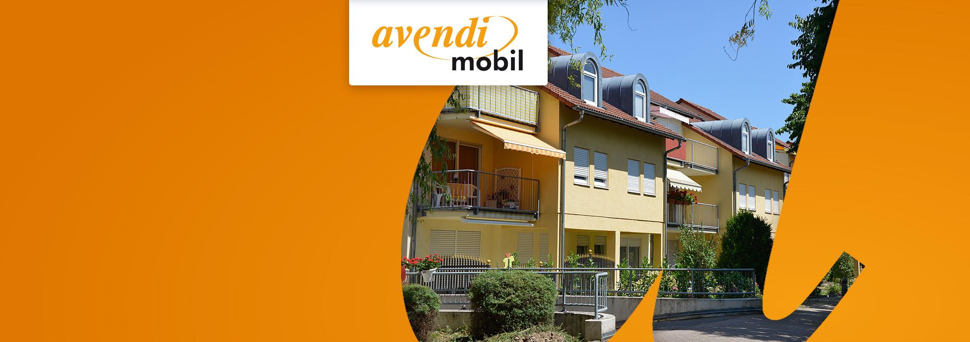 Ambulanter Pflegedienst avendi mobil Kehl: Gelbe dreistöckige Häuser mit Vorgärten in begrünter Straße.