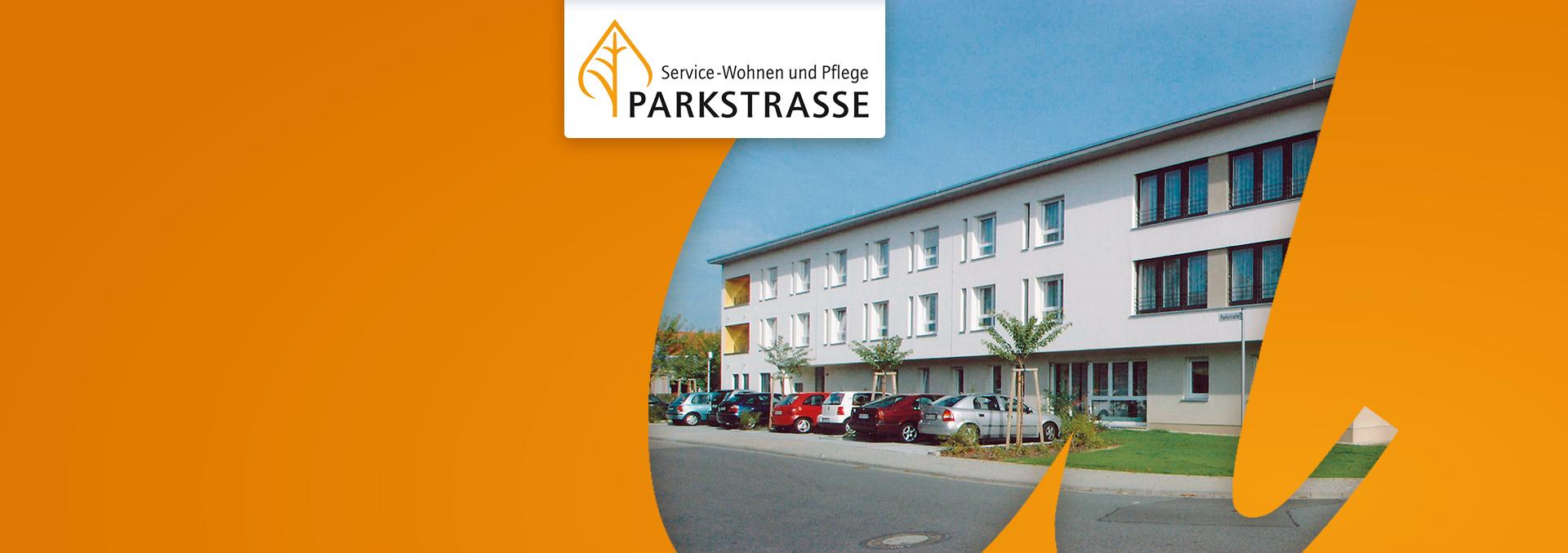 Service-Wohnen und Pflege in der Parkstraße: Außenansicht mit parkenden Autos vor einem dreistöckigen Gebäude mit Flachdach