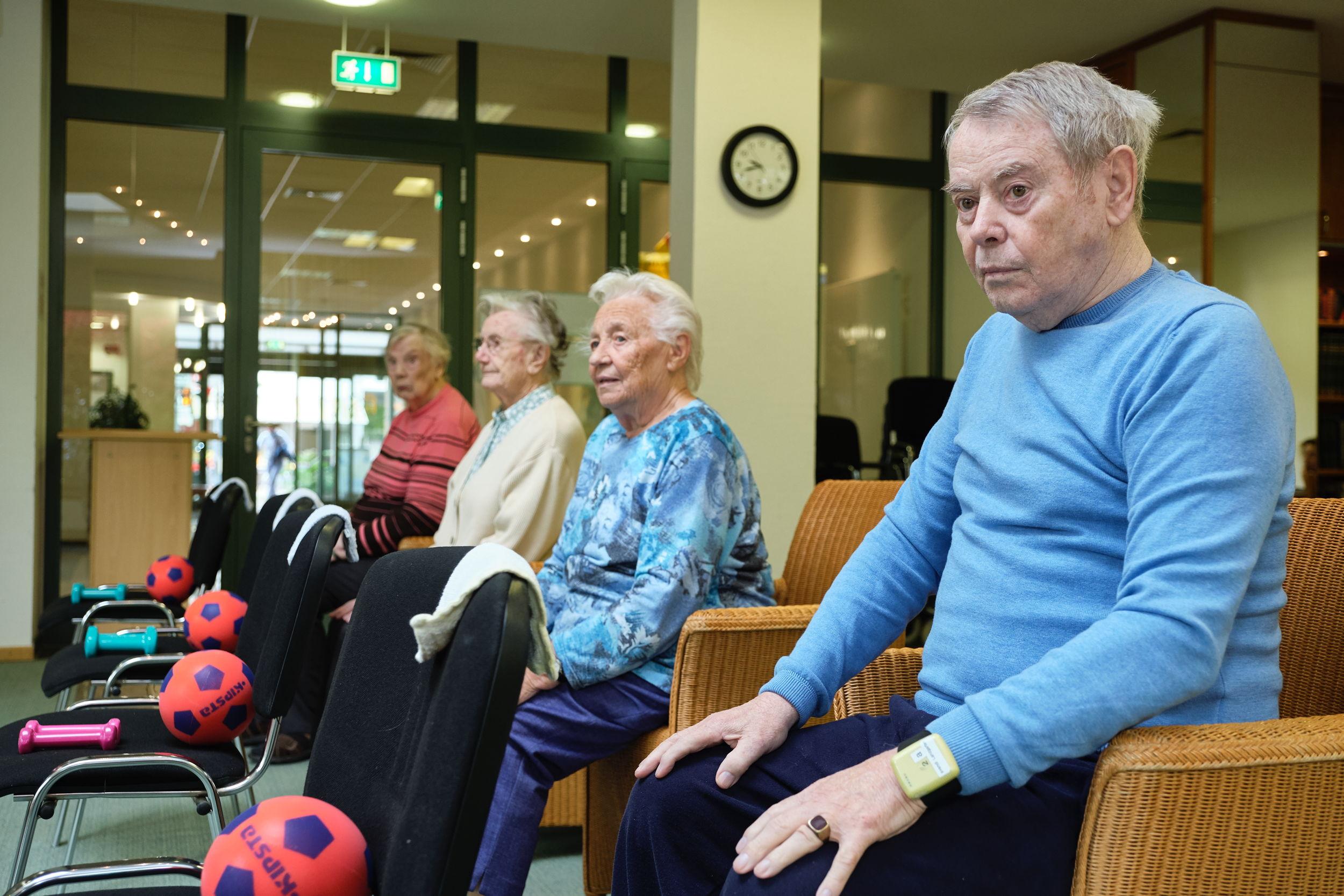 Bewohner bei Gymnastik