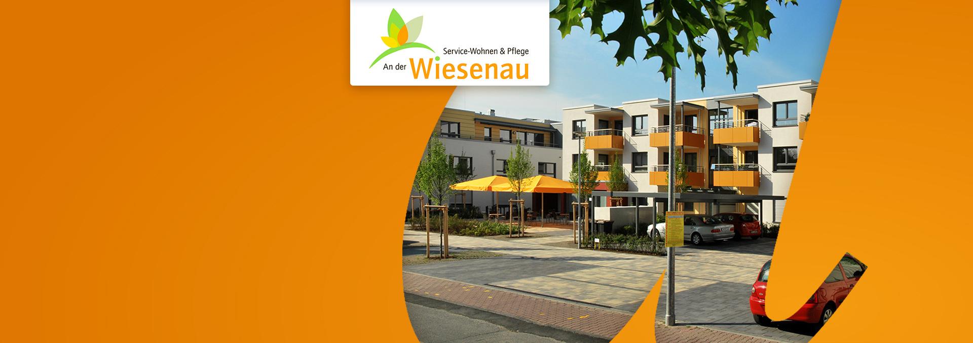 Service-Wohnen und Pflege AN DER WIESENAU: Außenbereich mit Parkplatz und Terrasse