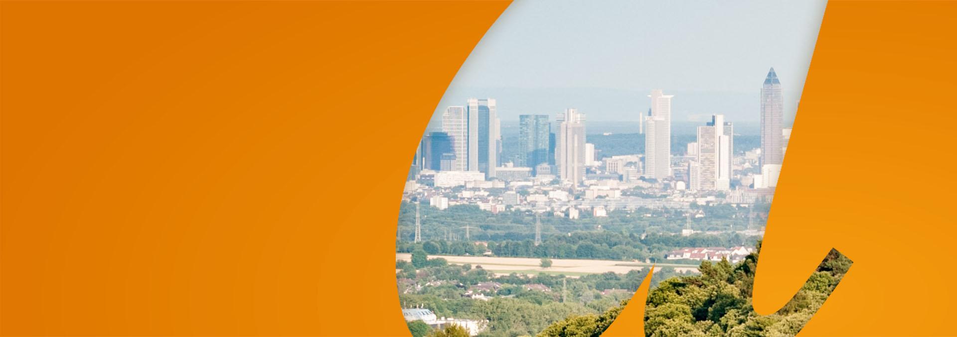 Blick auf die Skyline Frankfurt vom Taunus aus
